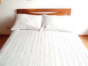 Cama doble usada, incluye colchón y tablas