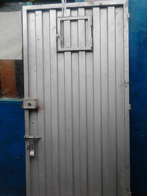 Lindas manijas para puerta en lamina metalica posot class for Manijas para puertas de vidrio