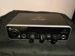 Interface de Audio Behringer Umc22