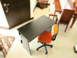 Escritorio secretarial en madera con silla posot class for Sillas para escritorio de madera