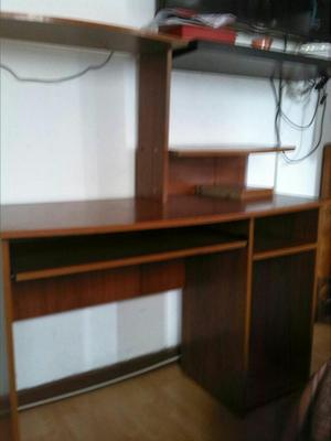 Mueble escritorio para computador vidrio de2 posot class for Mueble para escritorio