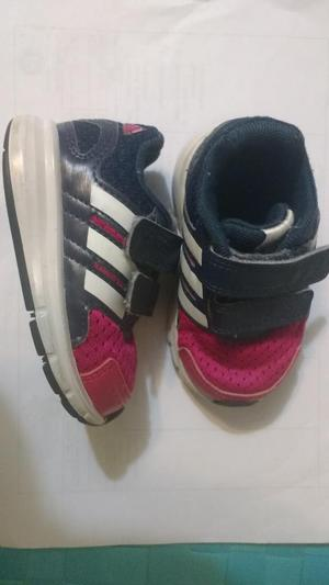 Zapatillas Adidas para niña bebé, talla 19.