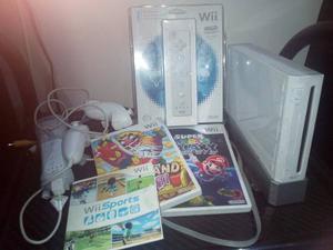 Nintendo Wii (2 Controles + 2 Nunchucks +3 Juegos)