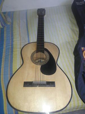 Vendo Guitarra Acustica en Buen Estado