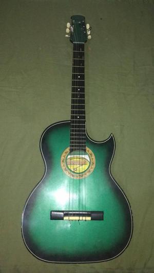 guitarra en buen estado..