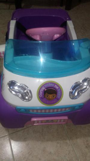 Vendo Carro para Niña de Bateria