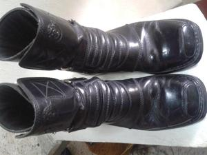 vendo botas de cuero moteras o rockeras,con punteras, talla