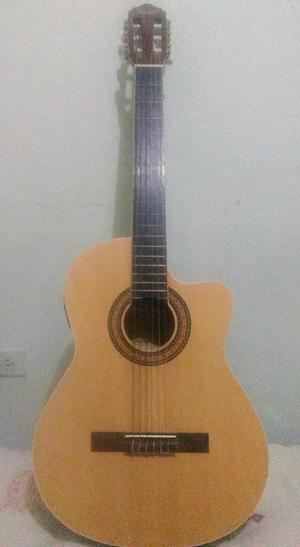 Se vende hermosa guitarra electroacústica, en excelente