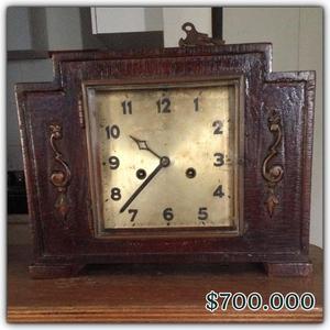 Reloj Antiguo de Cuerda en Madera