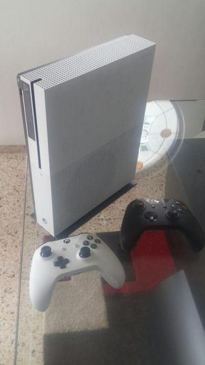 Xbox One S 1TB con Halo 5