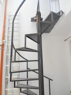 Se vende escalera de 5 pasos posot class for Escalera 5 pasos afuera