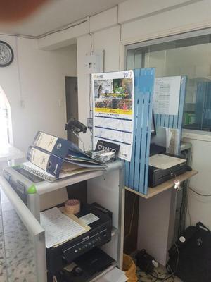 Se vende mueble para negocio para ubicacion de caja registradora (1,10