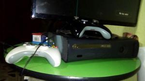 Vendo xbox 360 con dos controles y disco duro