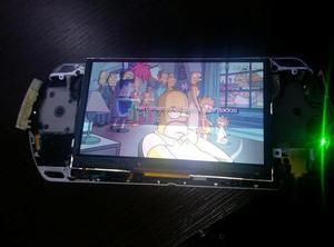 PSP  para repuestos, funcional defecto de pantalla.