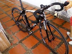 se vende Bicicleta de Ruta Gw en aluminio y carbono