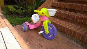 Triciclo Fisher Price casi nuevo