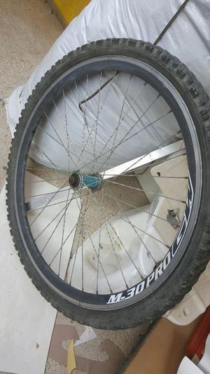 Se venden dos bicicletas y marcó y repuestos
