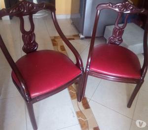 vendo sillas de madera color wengue con cuerina en rojo