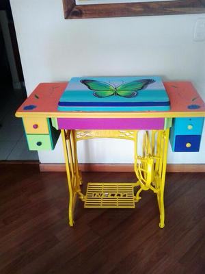 Maquina de coser electrica en mueble como mesa posot class - Mueble para maquina de coser ...