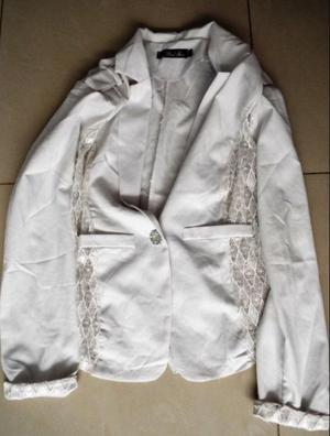Blusas y chaqueta para mujer.