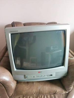 vendo tv lg de 21 de ves en cuando le sale una raya de resto