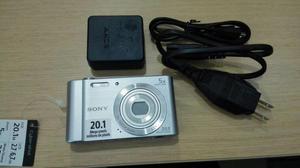 Cámara Sony de 20.1MP con Zoom Óptico De 5x DSCW800