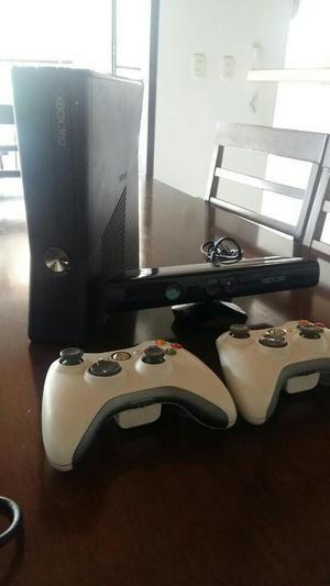 Xbox 360 Slim con Kinect Y 2 Controles