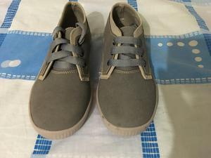 Vendo Zapatos para Niño Gris
