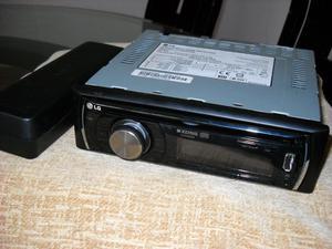 Fino Radio para carro con USB practicamente nuevo
