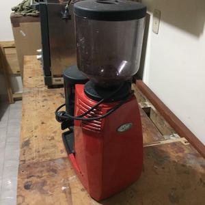 Molino de Café eléctrico marca San Marcos