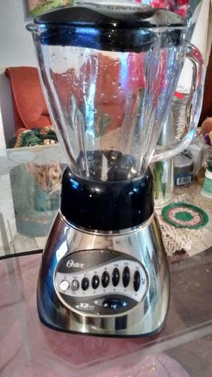 licuadora Oster con 12 velocidades, vaso en vidrio, en