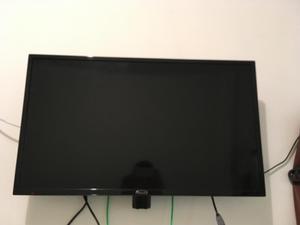 se vende televisor kalley de 32, con base para pared