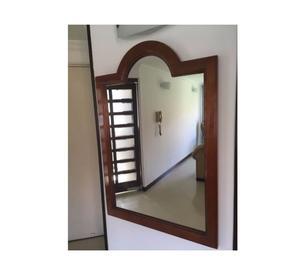 Espejo de pared con marco de madera posot class for Espejo marco madera