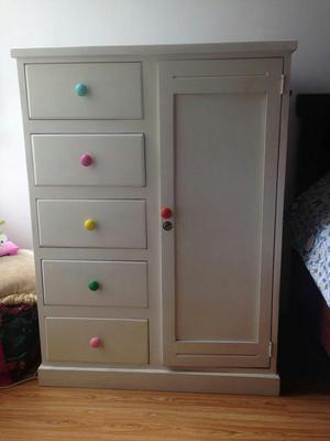 Mueble para colgar ropa solteron posot class for Muebles para ropa