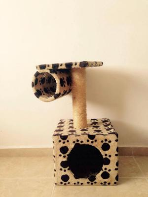 casa para gato con gimnasio rascador
