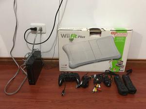 Nintendo Wii Con 3 Controles Y Tabla Wii Fit