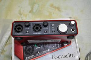Interface USB Focusrite Scarlett 2i2 de Primera Generación