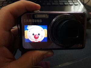 Vendo cámara Samsung doble pantalla en excelente estado.
