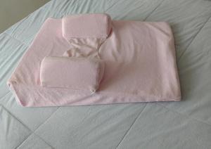 Colchón antireflujo para bebé en tela lavable con soportes