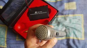 Micrófono Inalámbrico Profesional con Estuche y