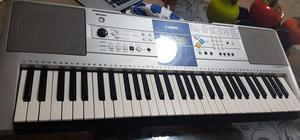 se vende teclado yamaha psr e323