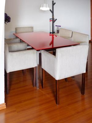 Comedor 6 puestos en vidrio laminado y sillas en tela /