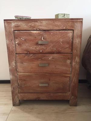 Vendo mesa en madera maciza estilo r stico posot class for Mesas de noche de madera