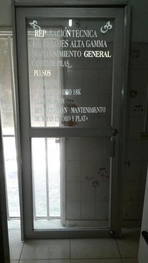 Vendo Puerta en Aluminio con Vidrio de S