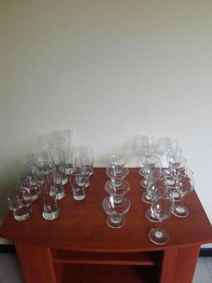 Juego de vasos y copas en cristal