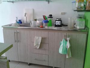 Mueble para cocina con cubierta en acero inoxidable en for Altura meson cocina