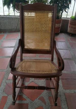 Vendo silla mecedora en madera como nueva posot class for Silla antireflujo