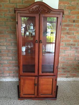 Vitrina en fina madera y vidrio posot class - Vitrinas de madera y vidrio ...