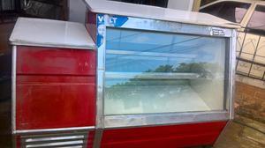 se vende vitrina fria grande con posibilidad de caja