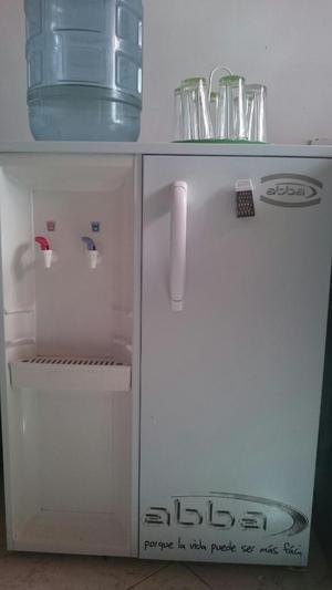 Nevera Minibar con Dispensador de Agua